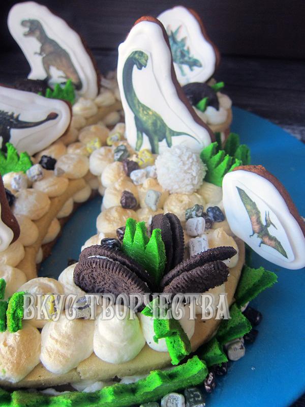 кусочки печенья орео в качестве декора на торте